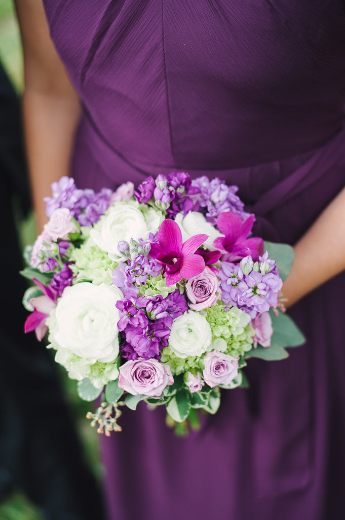 How much do you love this purple wedding bouquet with this eggplant purple bridesmaid dress? | Kennedy Blue