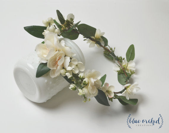 257313cbf27 Accessorizing bridesmaid dresses is so fun. We love this floral hairpiece  from blueorchardcreations