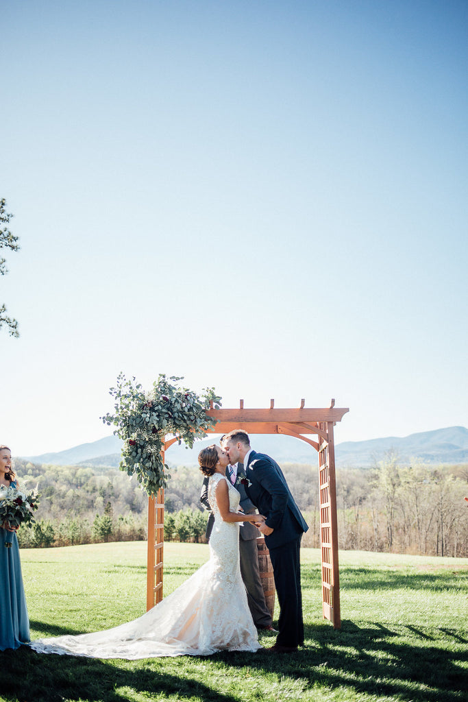 Alter-Kiss-Emily-Caleb-Featured-BrideStory-Real-Wedding