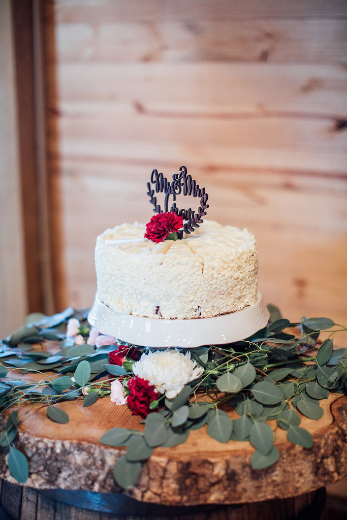 One-Layer-Wedding-Cake-Emily-Caleb-Featured-BrideStory-Real-Wedding