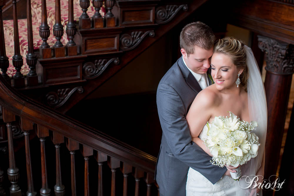 See the full gallery from this gorgeous mansion wedding here! | A Romantic Jewel-Tone Wedding