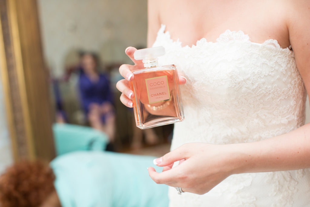 See the images from this gorgeous mansion wedding here! | A Romantic Jewel-Tone Wedding