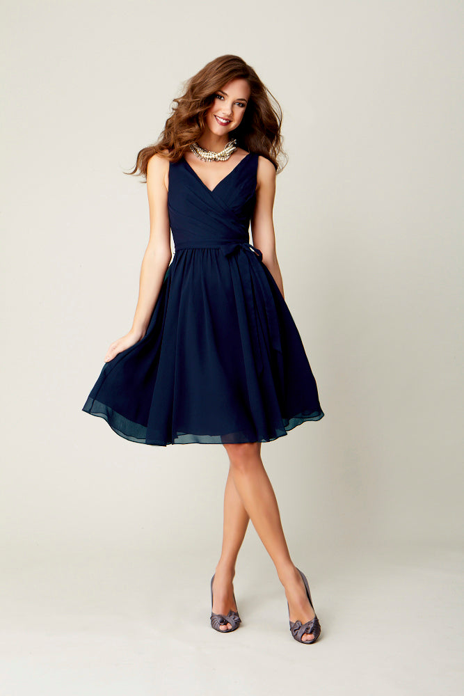This chic and flattering bridesmaid dress is bound to be loved by all your 'maids! | Favorite Navy Bridesmaids Dresses
