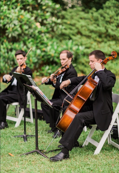 Have a live band or musician at your outdoor wedding! | Fun Ideas for Your Dream Outdoor Wedding | Kennedy Blue