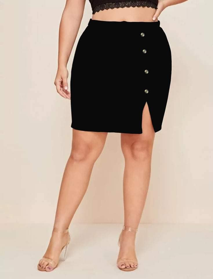 PLUS SIZE SKIRT WITH BOTTONS