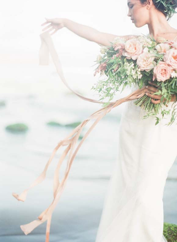 WEDDING SPARROW // BLUSH AND PEACH COASTAL WEDDING INSPIRATION