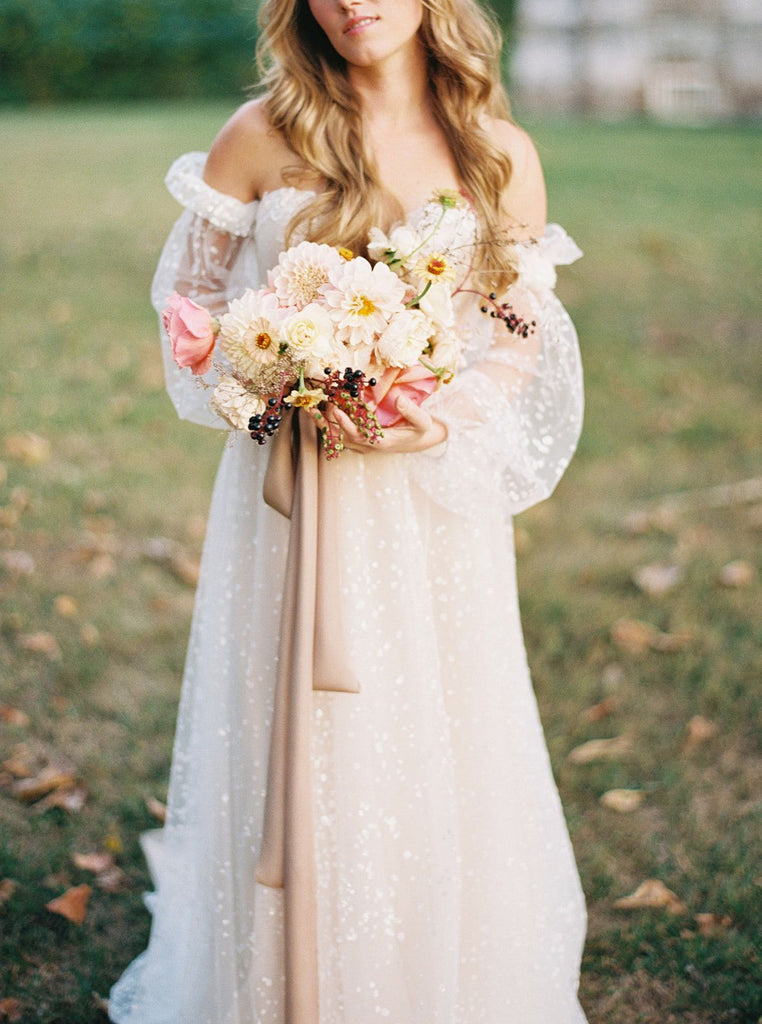 WEDDING SPARROW | A Puff Sleeved Gown with Fall Flowers