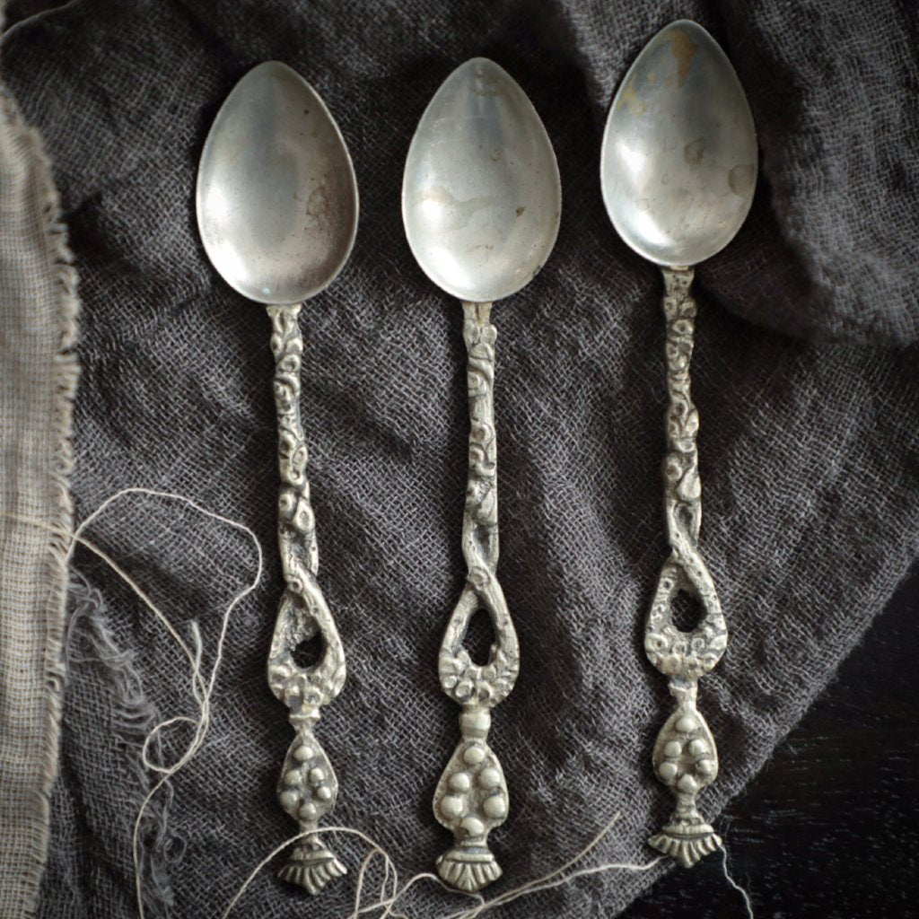 Ornate Vintage Tea Spoons / SET of THREE SPOONS