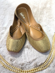 GOLDEN BROCADE JUTTI