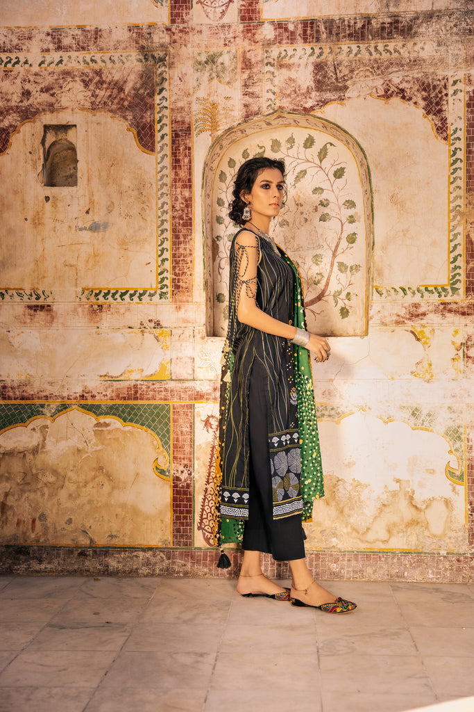 3 Piece Unstitched Embroidered Lawn