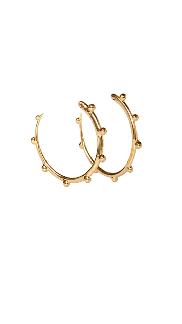 The Khartoum Hoops in 18K gold by KHIRY are a must have for your jewelry box. Featuring a 2.5 inch drop, these earrings can be worn with a classic white tee or with your favorite LBD.