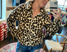 Load image into Gallery viewer, LEOPARD SHERPA CROP JACKET