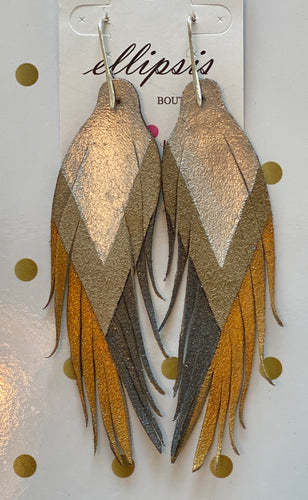 SHORT FEATHER EARRINGS