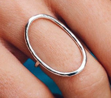 Load image into Gallery viewer, OVAL OPEN RING IN SILVER