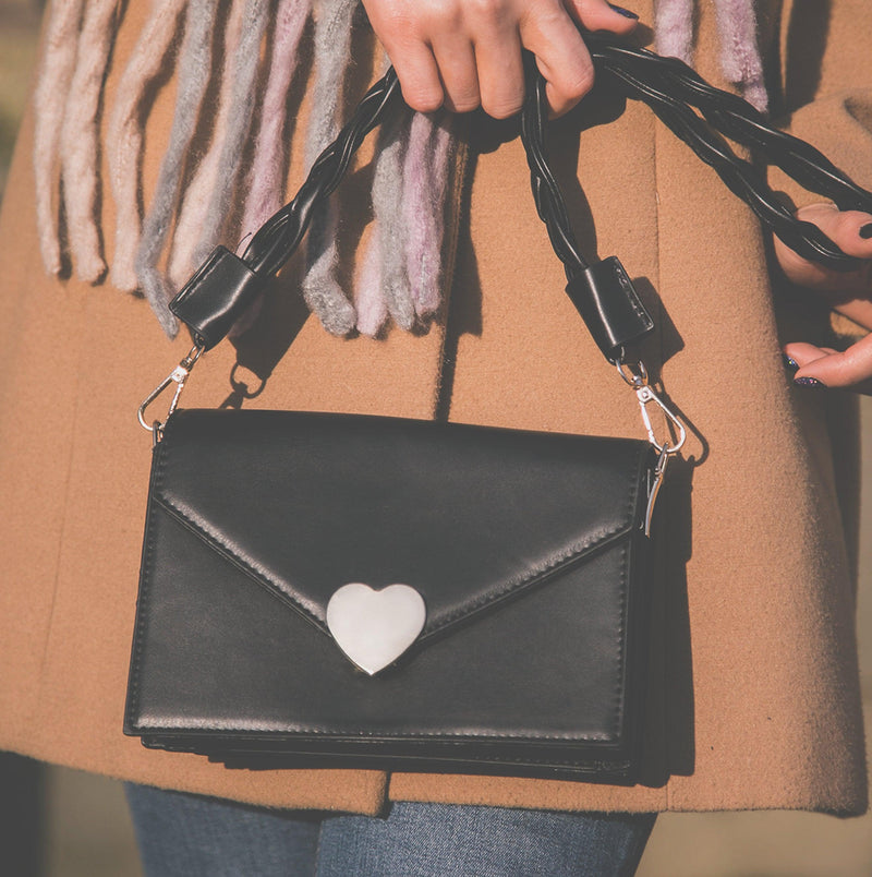 Willow Heart Clasp Handbag - Black