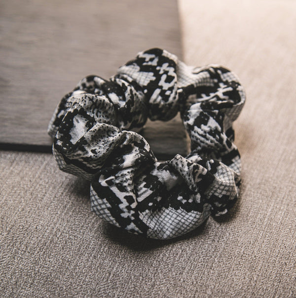 Zuri Snakeprint Scrunchie - Grey