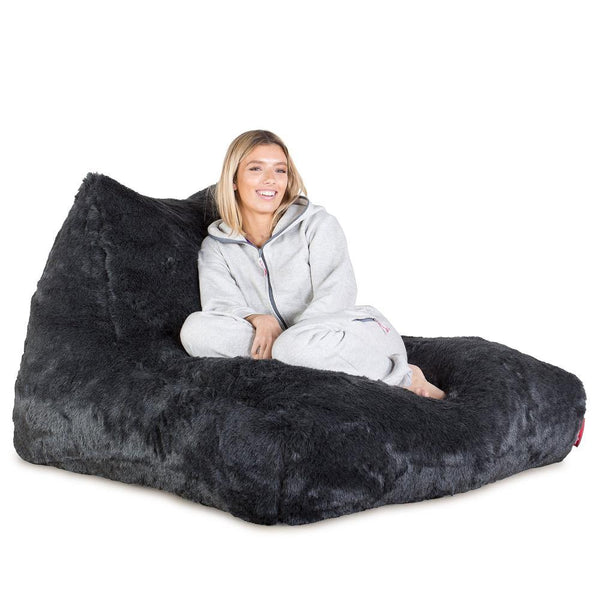 mega-lounger-fur-bean-bag-badger-black_01
