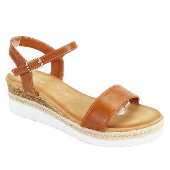 Stepping Out Platform Sandals in Caramel
