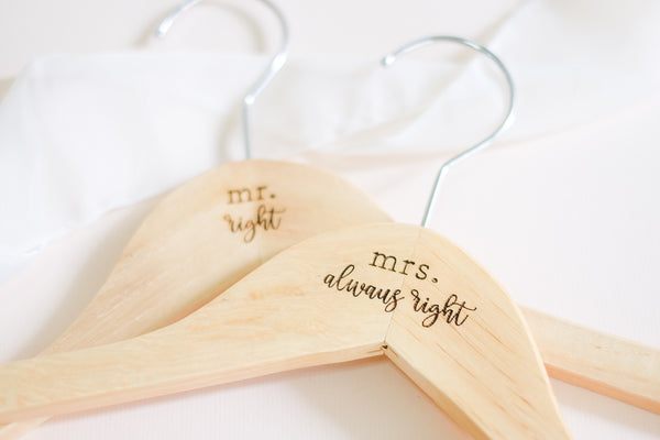Cabide de Madeira Casamento PAR | Mr Right, Mrs Always Right - Estudio Tatu