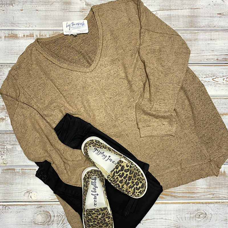 TOFFEE V NECK KNIT TOP