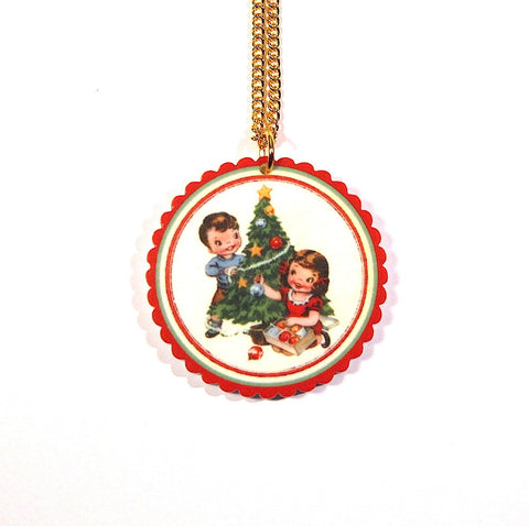Vintage Style Festive Kids Pretty Scalloped Christmas Pendant
