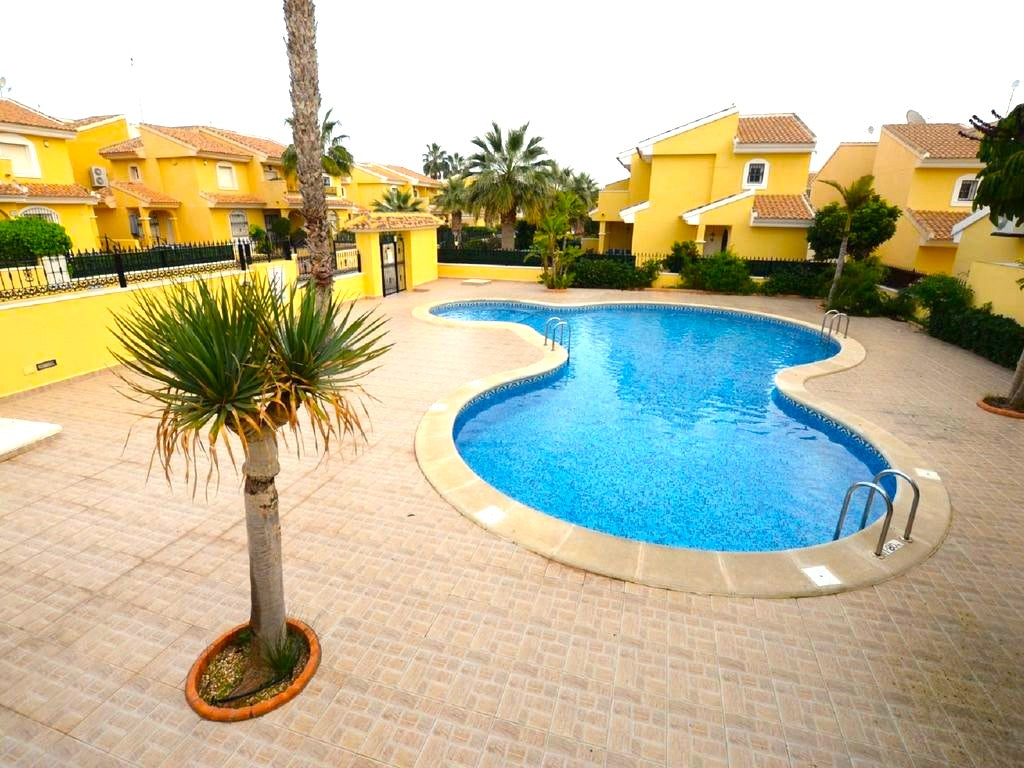 3 Bedroom Villa - Overlooking Communal Pool - Fully Gated - Los Dolses