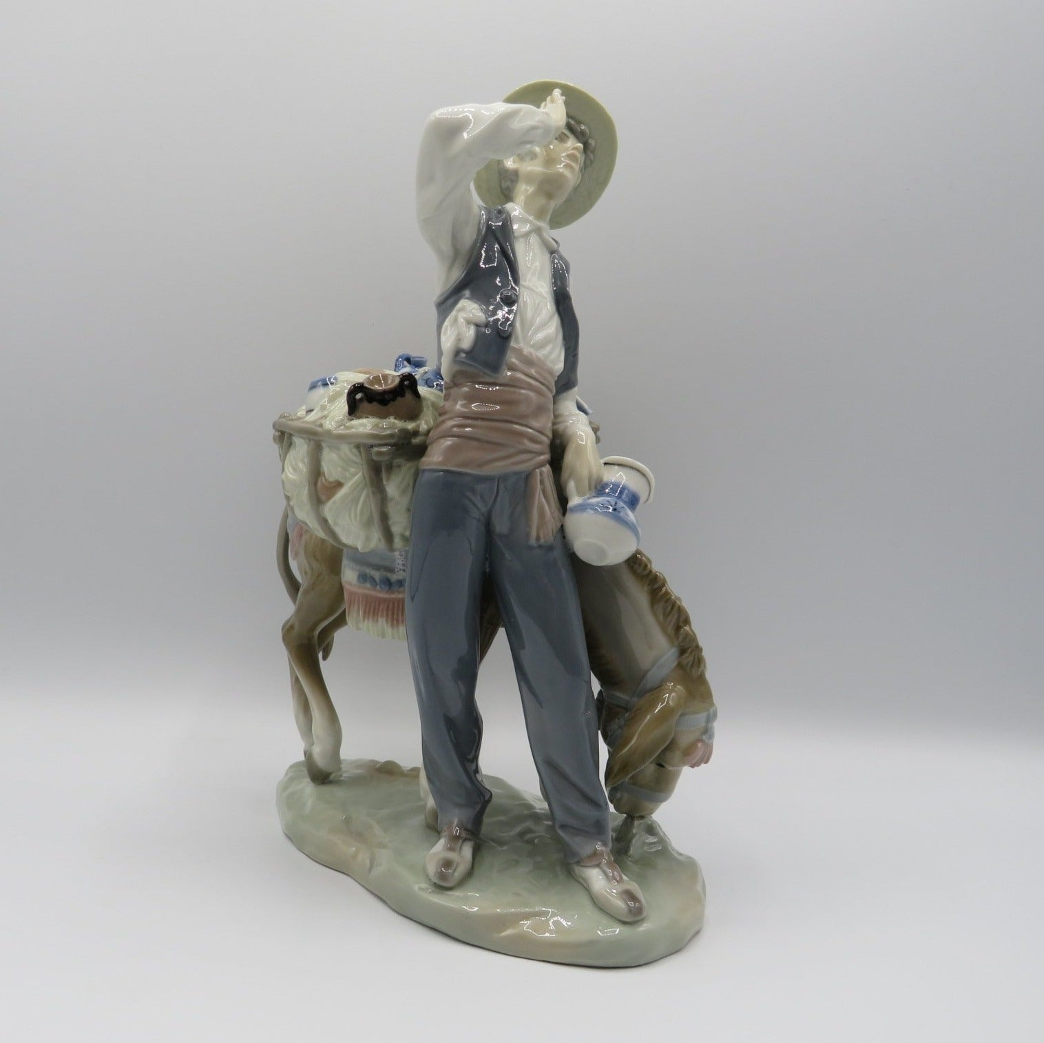 Retired Lladro Typical Peddler 4859
