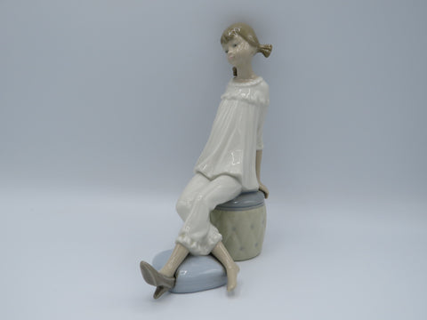 Retired Lladro Girl with Mother's Shoe 1084 figure
