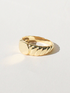 MILA SIGNET RING