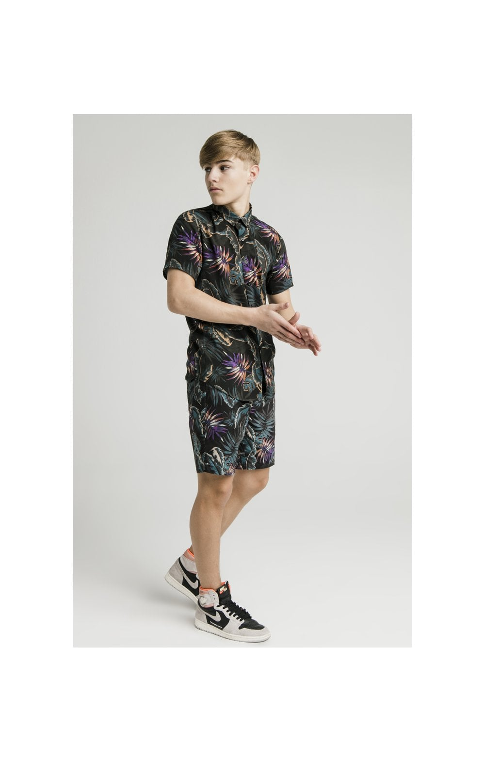 Load image into Gallery viewer, Illusive London Resort Shirt - Palm Print (5)