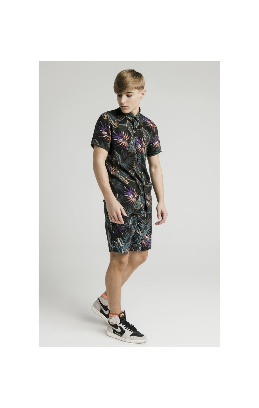 Load image into Gallery viewer, Illusive London Resort Shirt - Palm Print (6)