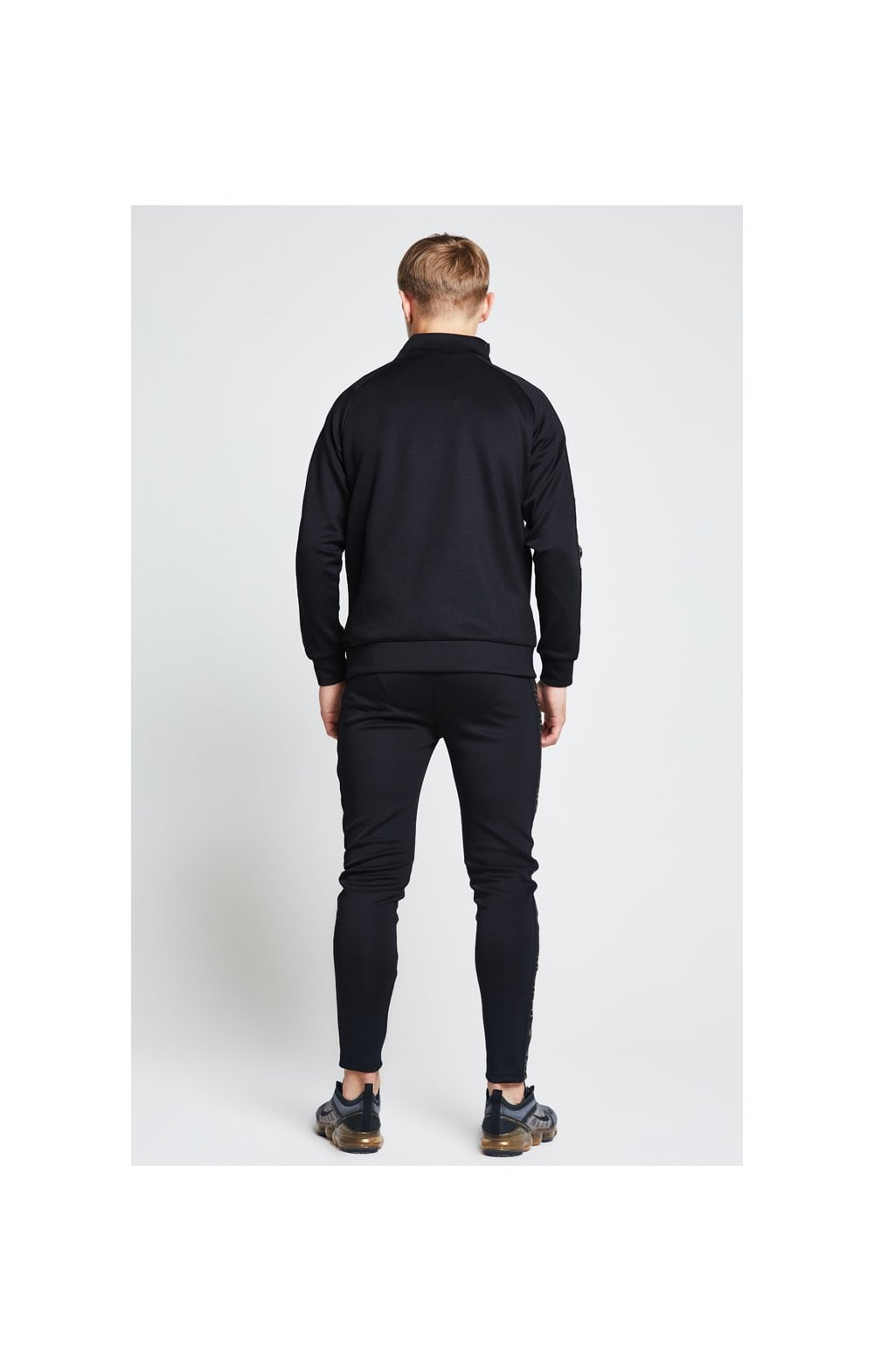 Illusive London Funnel Neck 1/4 Zip Hoodie - Black (4)