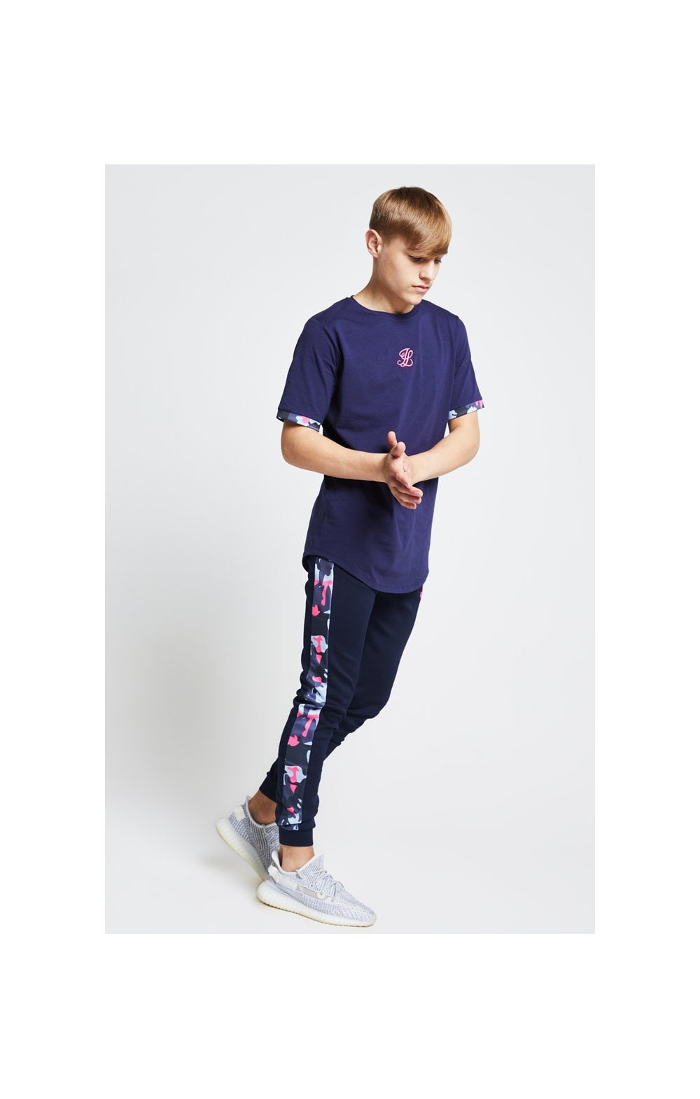 Load image into Gallery viewer, Illusive London Contrast Cuff Tee – Navy & Neon Pink Camo (4)