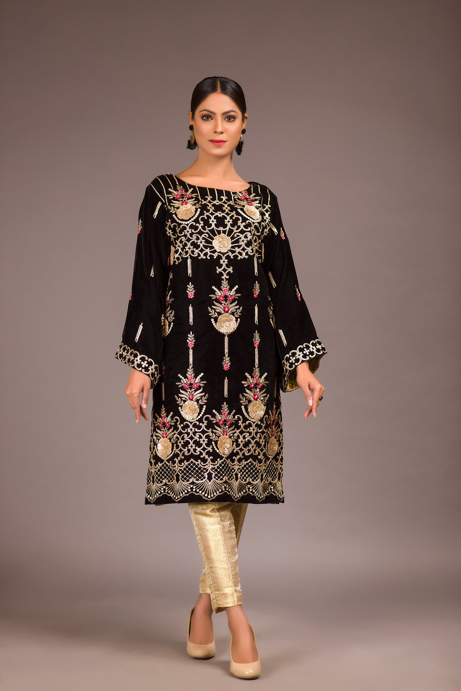 Dewind - Embroidered Velvet Unstitch Kurti