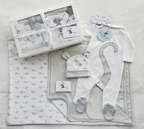 New Baby Gift Box: Blanket, Baby Hat and Babygrow Set