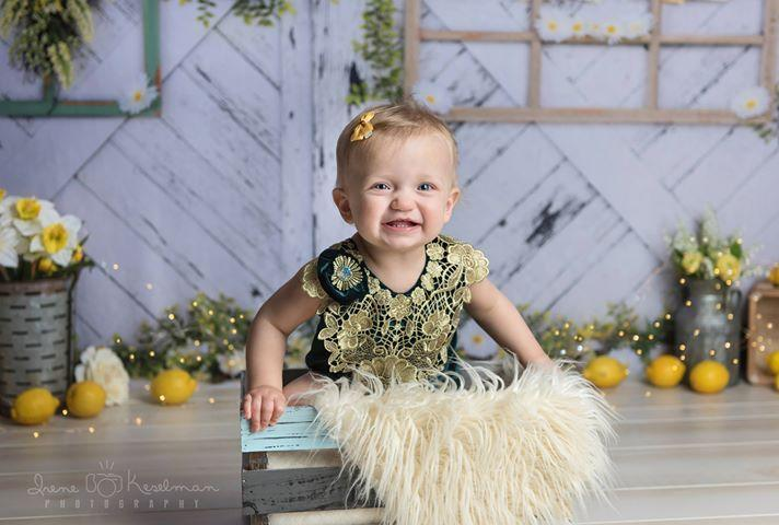 Kate Retro Wood Lemon color and Daisies  Spring Backdrop
