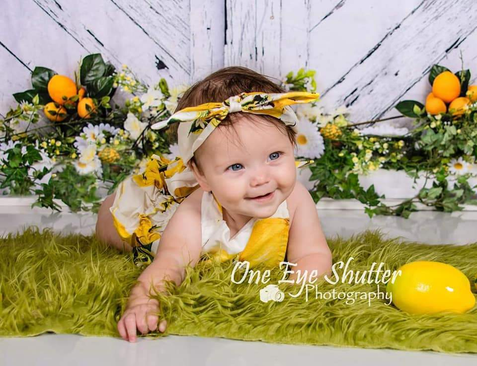 Kate Retro Wood Summer Daisies Lemon Backdrop