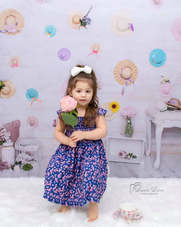 Load image into Gallery viewer, Kate Hangin with Mom Mothers day Backdrop for Photography Designed by Erin Larkins