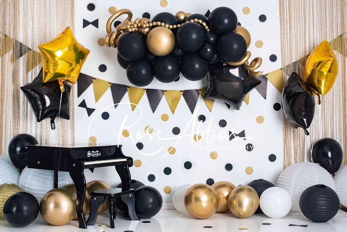 Kate Cake Smash Gold Black Balloons Backdrop Designed by Rose Abbas
