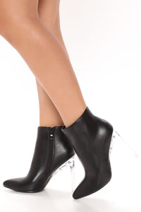Women Fabulous Black Ankle Booties With Side Zipper