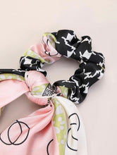 Load image into Gallery viewer, Geometrical Scrunchie Scarf