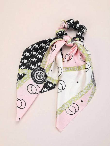 Geometrical Scrunchie Scarf