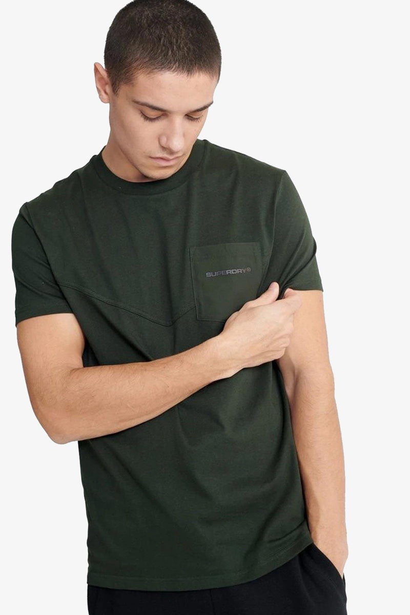 SUPERDRY| URBAN TECH NYLON PKT TEE Olive S