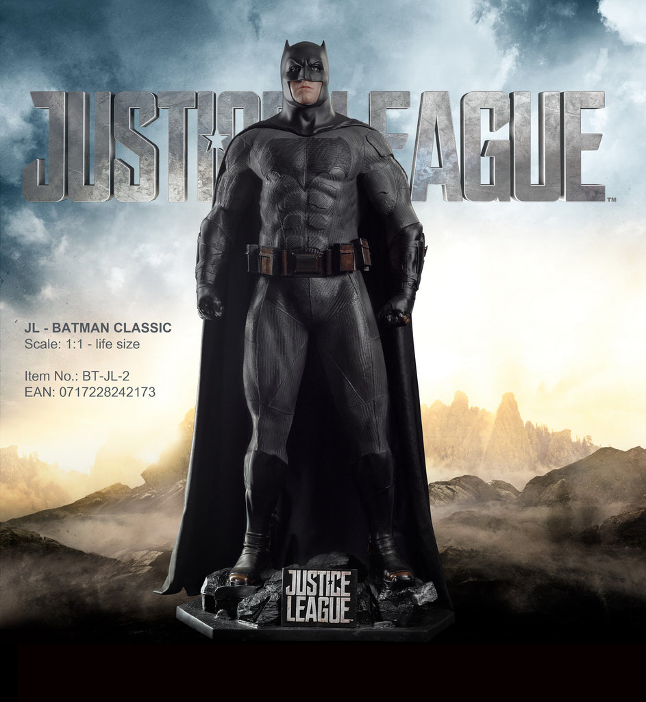 "JUSTICE LEAGUE - ""BATMAN"" LIFE-SIZE STATUE (CLASSIC SUIT)"