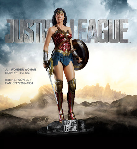 "JUSTICE LEAGUE - ""WONDER WOMAN"" LIFE-SIZE STATUE"