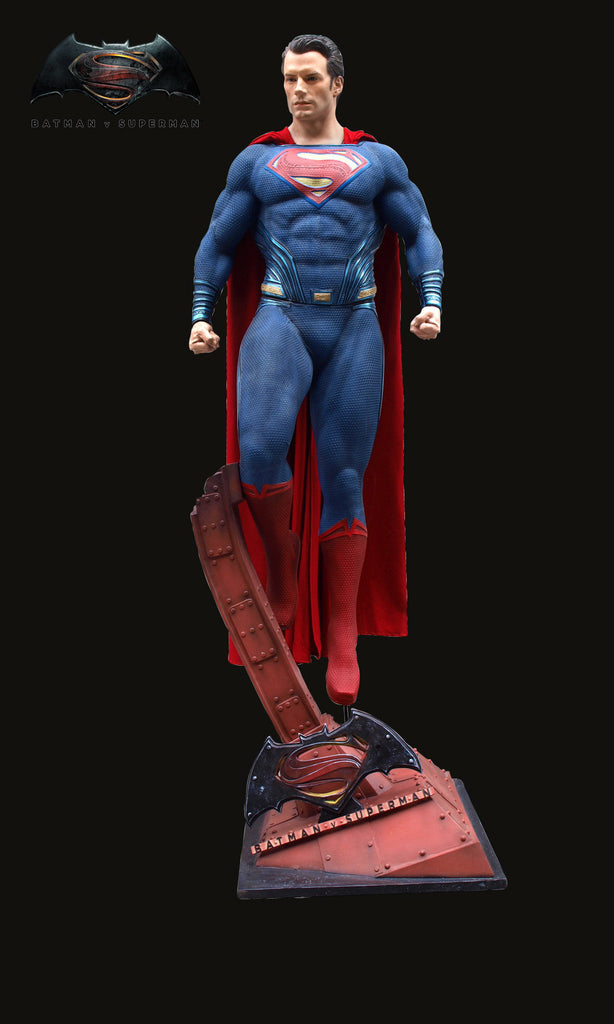 Batman v Superman - Dawn of Justice: SUPERMAN Life-size statue (available in April 2016)