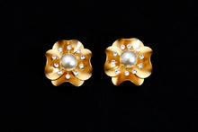 Load image into Gallery viewer, Floral Stud Earrings