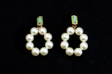 Load image into Gallery viewer, Pearl Pretty Earrings
