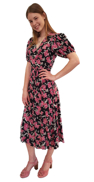 Just, Alda Wrap Dress, Wickelkleid mit Blumendruck in Pink-Schwarz-Weiß