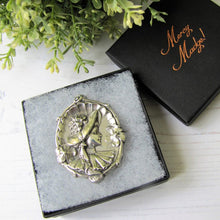"Load image into Gallery viewer, Antique 1904 Art Nouveau Sterling Silver ""Gibson Girl"" Portrait Brooch. - MercyMadge"
